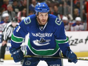 Brandon Prust, Vancouver Canucks, ready for face off